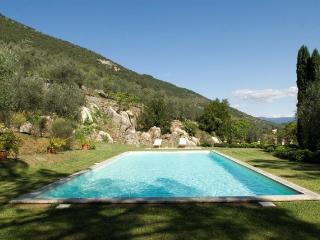 Nice Villa with Internet Access and A/C - Santa Maria del Giudice vacation rentals