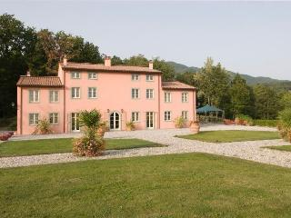 7 bedroom House with Internet Access in Marlia - Marlia vacation rentals