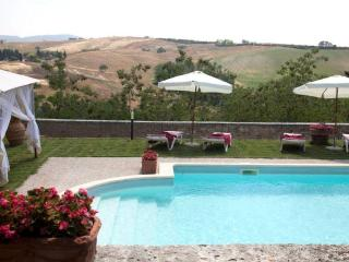 Lovely Villa with Internet Access and A/C - San Giovanni d'Asso vacation rentals