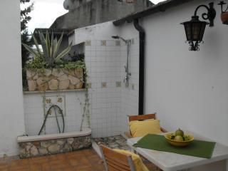 Mansarda in villa residenziale. - Aliano vacation rentals