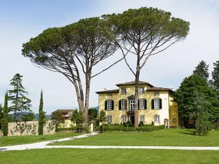 Charming apartment for 6 pax - Monte San Quirico vacation rentals
