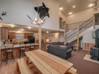 4 bedroom Condo with Deck in West Yellowstone - West Yellowstone vacation rentals