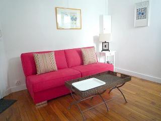 Beautiful Studio 585€/w-Rue Cadix-apt #1357 - 2nd Arrondissement Bourse vacation rentals