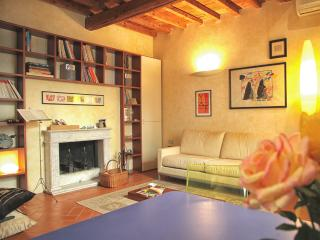 Elegant studio in the heart of Florence - Florence vacation rentals