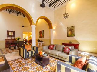 A boldly stylish Mérida retreat for families. - Merida vacation rentals