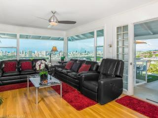 Gorgeous House with Deck and Internet Access - Honolulu vacation rentals
