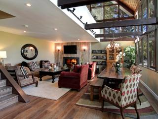 SNOWFLOWER CABIN LUXURY 3BD/2BA, DOCK, IN VILLAGE - Lake Arrowhead vacation rentals