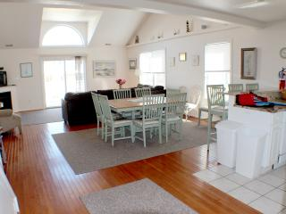 Huge 5BR/3BA Townhouse - 1 Blk to Boardwalk/Beach - Wildwood vacation rentals