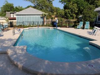 Gulf Breeze Depot, swimming pool, walk to beach - Gulfport vacation rentals