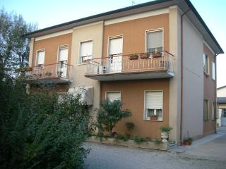 Nice House with Balcony and Parking - San Benedetto Po vacation rentals