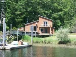 Nice Cabin with Deck and Internet Access - Lakeside vacation rentals