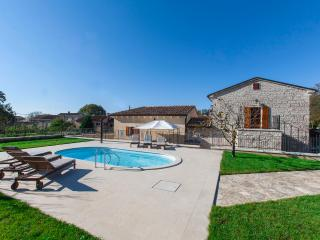 Newly renovated Villa Stauri, beautiful property with private pool and jacuzzi - Zminj vacation rentals