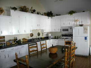 Cozy 3 bedroom Cottage in Murfreesboro - Murfreesboro vacation rentals