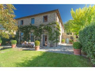 A SOPHISTICATED AND ELEGANT VILLA WITH TUSCAN VIEW - Loro Ciuffenna vacation rentals