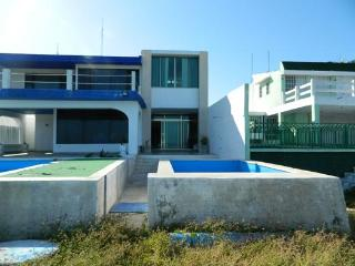 House Gr. Beautiful Beachfront House With Pool In The Village Of Progress    Casa Gr. Preciosa Casa Frente Al Mar Con Piscina En El Pueblo De Progreso - Progreso vacation rentals