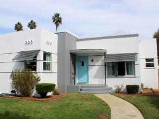 Adorable bungalow bordering Carlsbad and Oceansid - Oceanside vacation rentals