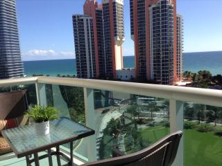 Amazing 1 Bed Apartment Direct Ocean Views One Step From The Ocean - Sunny Isles Beach vacation rentals