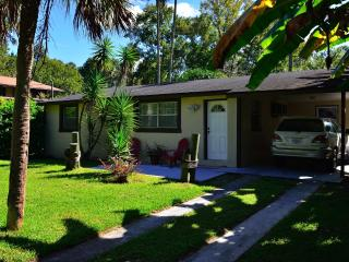 Bright 2 bedroom Homosassa House with Internet Access - Homosassa vacation rentals