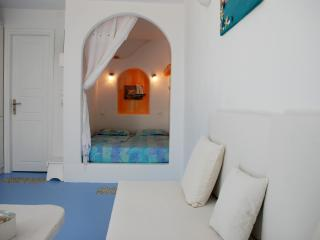 Luxurious Studio Iro Amazing View for couple - Tourlos vacation rentals