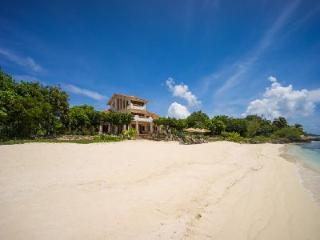 Exquisite beachfront Casa de la Playa offers 360º views & beautiful gardens - Isla Mujeres vacation rentals