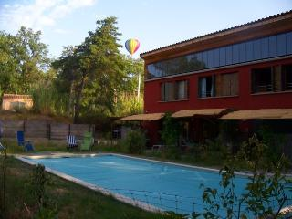 Romantic 1 bedroom Roussillon Gite with Internet Access - Roussillon vacation rentals