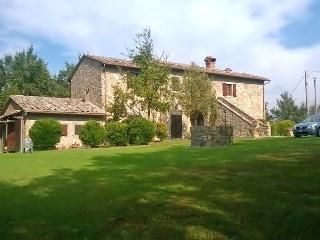 CASA CHIARA luxury villa with private pool - Umbria vacation rentals