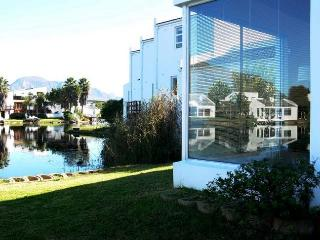 Peace Of Heaven: Marina Da Gama Self Catering Acco - Bantry Bay vacation rentals
