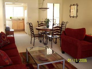 Bright and airy in best Scottsdale location! - Paradise Valley vacation rentals