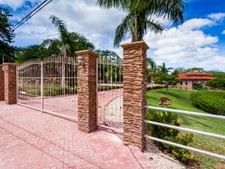 VERY PRIVATE LUXURY HOME NEAR BEACH - Cartago vacation rentals