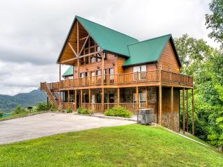5br/5ba Wilderness Calls Fall Wkend Special 3nts - Pigeon Forge vacation rentals