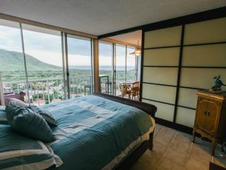 OAHU SURF/GOLF DREAM DEAL - Makaha vacation rentals