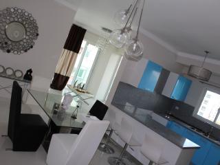 New Luxury condo, clima pool, gym, sauna - Santo Domingo Province vacation rentals
