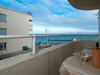 Perfect 1 bedroom Condo in Cowes with Internet Access - Cowes vacation rentals