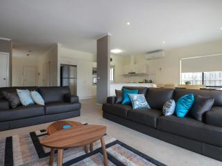 Perfect Condo with Deck and A/C - Lakes Entrance vacation rentals