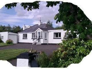 Family cottage beside River Finn, 20 mins beaches. - Annagry vacation rentals