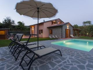 Verdi Colline, Lovely Villa overlooking the Lake - Tuoro sul Trasimeno vacation rentals