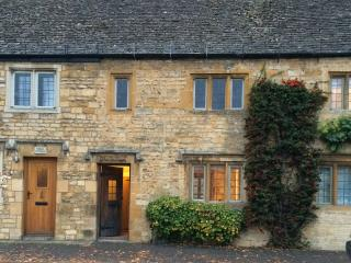 Lovely High Street Cotswolds Cottage - Moreton-in-Marsh vacation rentals