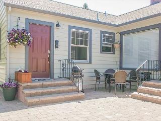 A gorgeous guest suite across the street form Drake Park - Bend vacation rentals