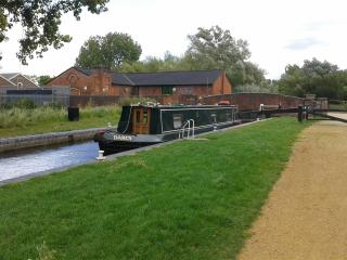 Narrowboat on the beautiful Kennet and Avon canal - Devizes vacation rentals