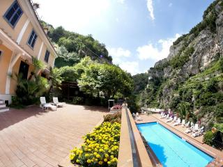 Le Rose 7 with terrace, pool, wifi & parking - Ravello vacation rentals