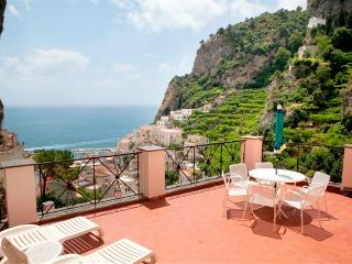 Le Rose 3 with terrace, sea view, pool, parking - Ravello vacation rentals
