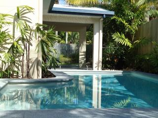 Comfortable 2 bedroom House in Cairns with Internet Access - Cairns vacation rentals