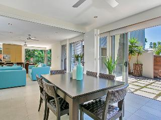 Nice House with A/C and Shared Outdoor Pool - Palm Cove vacation rentals
