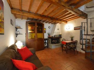 """Residenza """"Il Grottino"""" - Valiano vacation rentals"""
