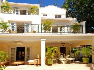 Essential 4 bedroom townhouse, access to Tennis, Infinity Pool and the Gym - Maynards vacation rentals