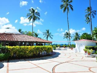 Beachfront classic villa, gorgeous gardens and beautiful sunsets - Porters vacation rentals