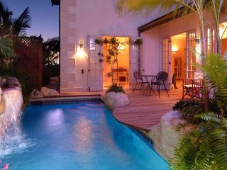 Luxurious 4 bedroom private villa directly on the beach at Reeds Bay in St.James on the West Coast of Barbados. - The Garden vacation rentals