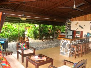 Villa Hermosa private guesthouses w/pool & gardens - La Fortuna de San Carlos vacation rentals