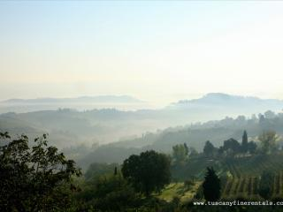 lucca countryside apartment with pool WIFI panoramic views  - TFR3 - Ponte a Moriano vacation rentals