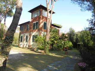Comfortable 6 bedroom Vacation Rental in Marina Di Massa - Marina Di Massa vacation rentals